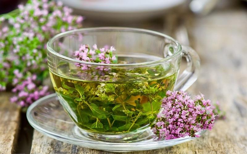 Тонус, розслаблення і схуднення: корисні властивості та можлива шкода чаю з чебрецем