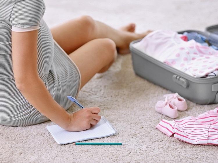6 абсолютно непотрібних речей для новонароджених, які всі купують