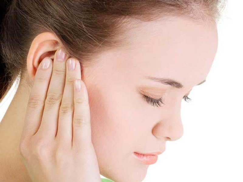 7 причин, чому у вас болить вухо