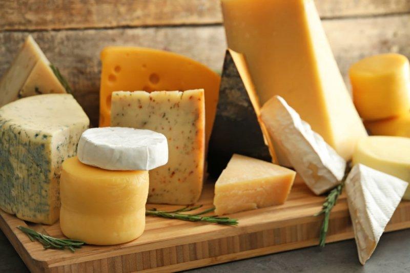 Як правильно зберігати сир в холодильнику, щоб він довше зберігав свіжість і смак