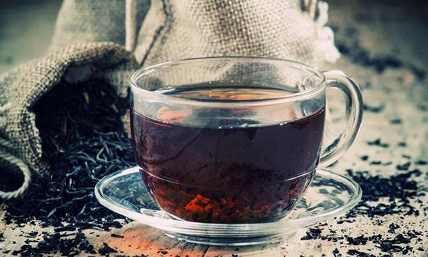 Чому чорний чай так корисний для серця (і як пити його правильно)