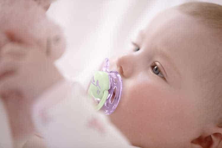 Які пустушки для новонароджених краще: рейтинг 2020