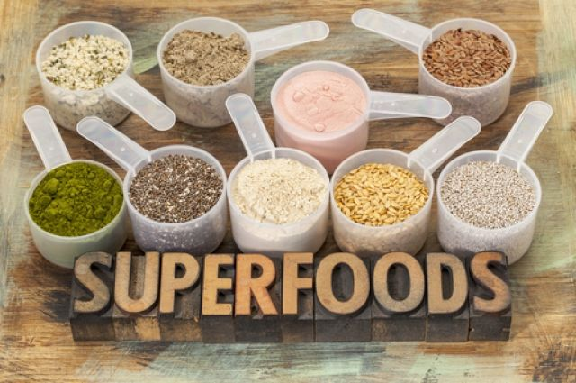 Ягоди асаї, насіння чіа і мако. Що таке Суперфуд і навіщо їх їдять?
