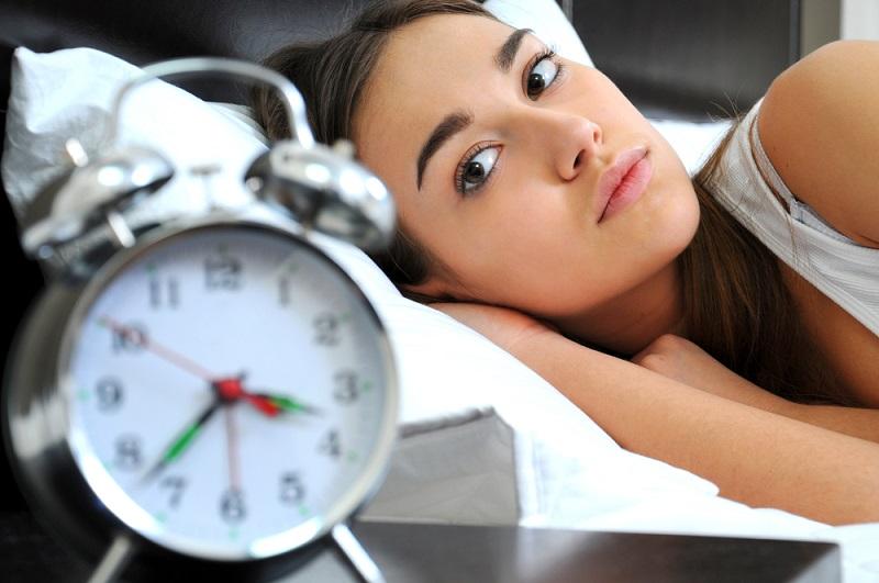 Як позбутися від безсоння на карантині: розповідають психологи