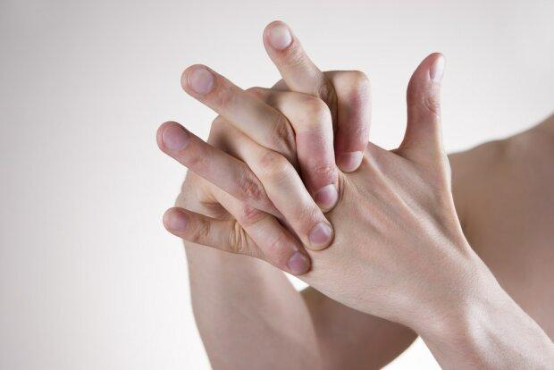 Чи можна хрустіти пальцями (і 8 способів відучитися це робити)