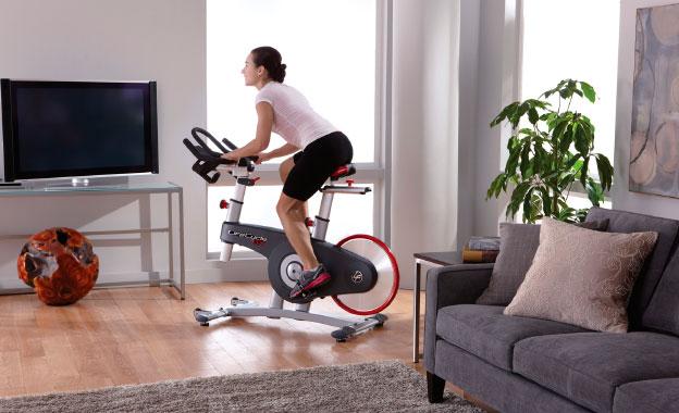 Чи допоможе велотренажер для схуднення (і як правильно займатися)