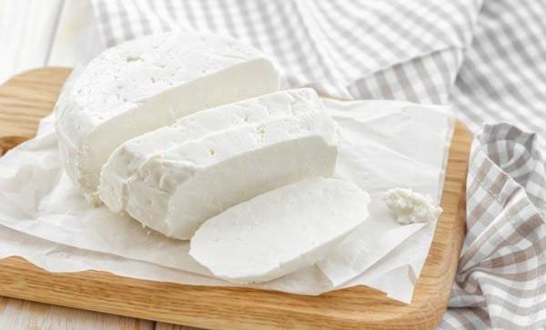 Просто, смачно і корисно: 4 рецепта сиру з козячого молока в домашніх умовах