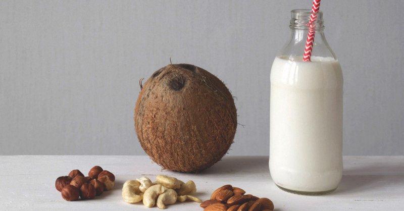 8 кращих замінників молока, які не містять лактозу