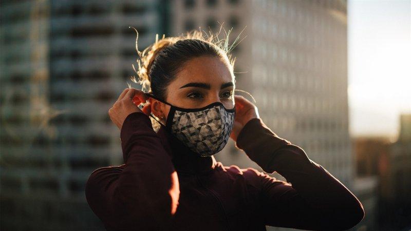 Вірус не пройде: навіщо носити медичну маску для обличчя