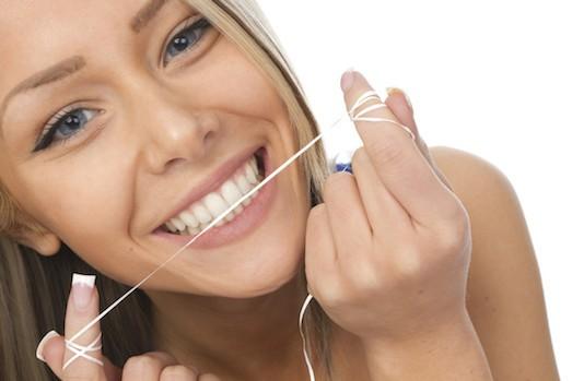 Як користуватися зубною ниткою, або Вся правда про флоси