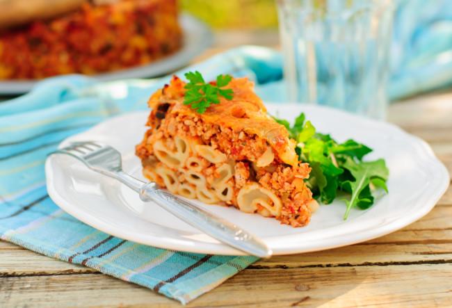 Ідеальний рецепт запіканки з макаронів з фаршем, сиром і вершковим соусом
