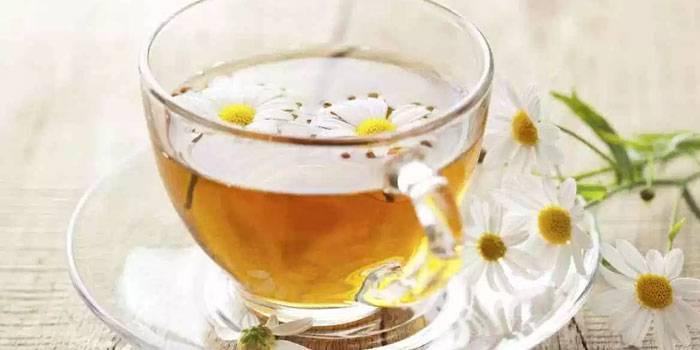 Не тільки від застуди: ще 9 корисних властивостей чаю з ромашки