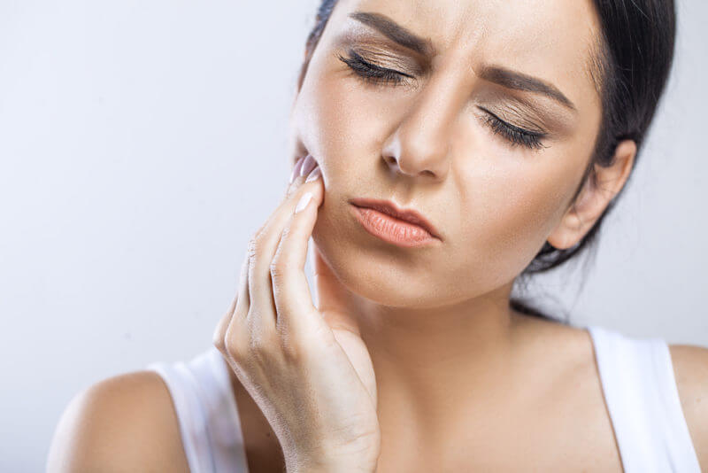 Примхливі «вісімки»: чи потрібно видаляти зуби мудрості або можна залишити