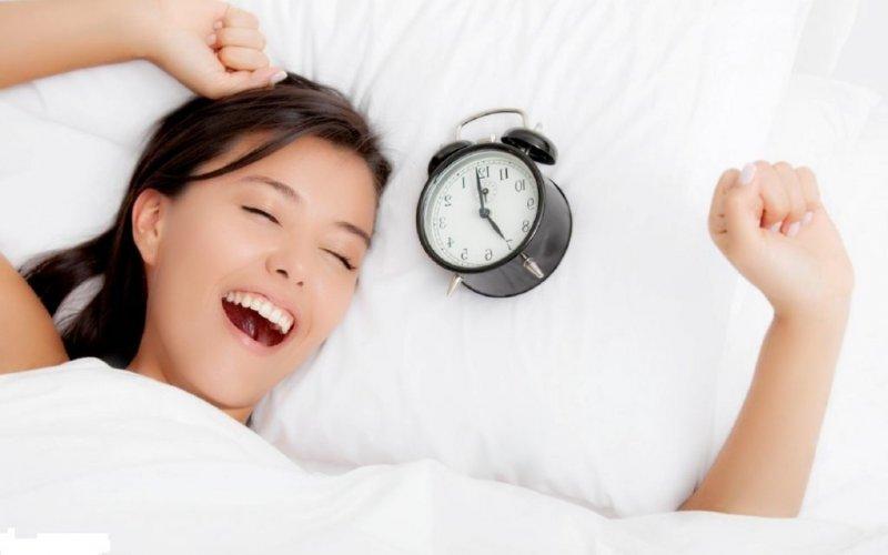 9 способів навчитися легко вставати рано вранці (навіть якщо ти - сова)