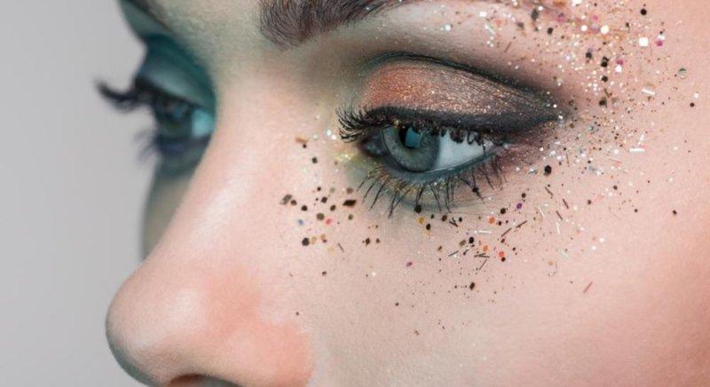 Як використовувати гліттер для обличчя: ідеї макіяжу + кращі продукти