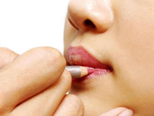 Інструкція: як нафарбувати губи
