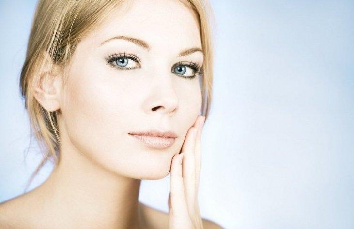 Як безпечно відбілити шкіру (і що, навпаки, не можна використовувати ні в якому разі)