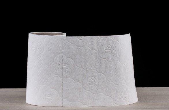 Як за допомогою паперових рушників ідеально засмажити м'ясо і зберегти хліб м'яким: 7 простих порад