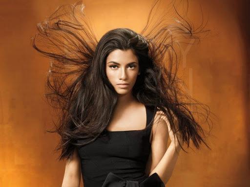 Як зняти статичну електрику з одягу і волосся: 14 способів