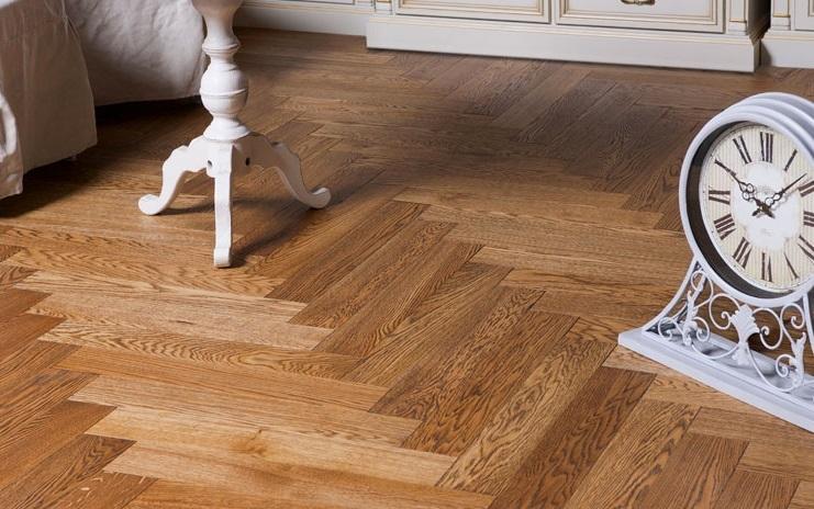 Як доглядати за дерев'яною підлогою: 8 порад