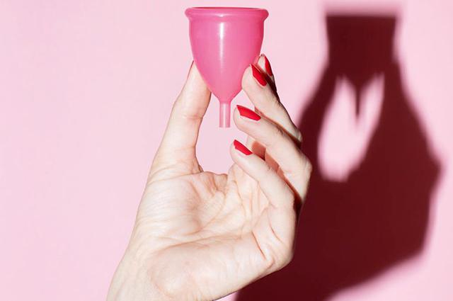 Менструальна чаша: як користуватися і так чи небезпечна, як кажуть (плюс рейтинг кращих)