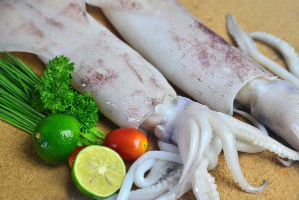 Як правильно і швидко почистити кальмари від плівки в домашніх умовах: покрокова інструкція