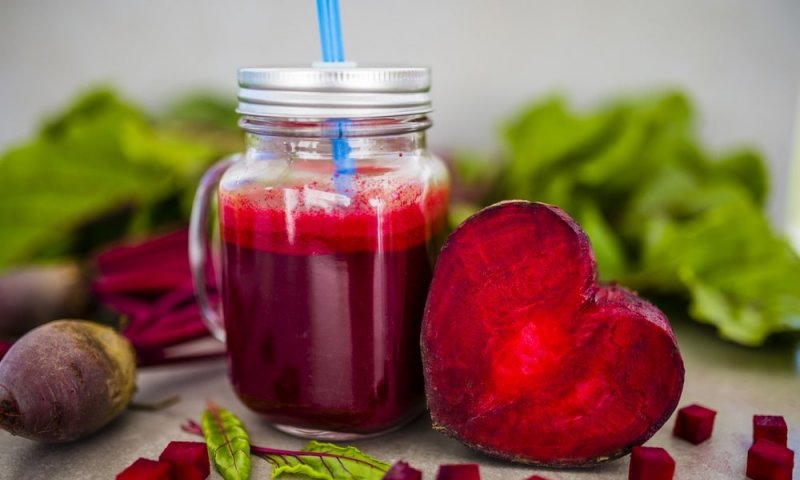 Напій здоров'я і краси: все про користь бурякового соку