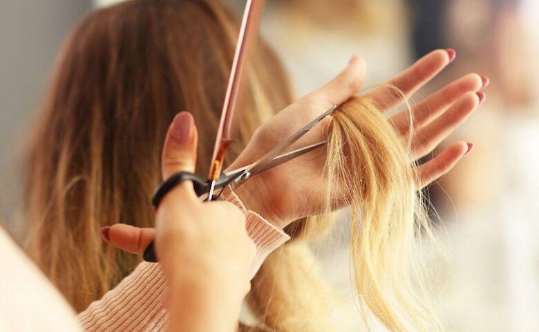 Кажуть, від стрижки волосся росте швидше: правда чи це