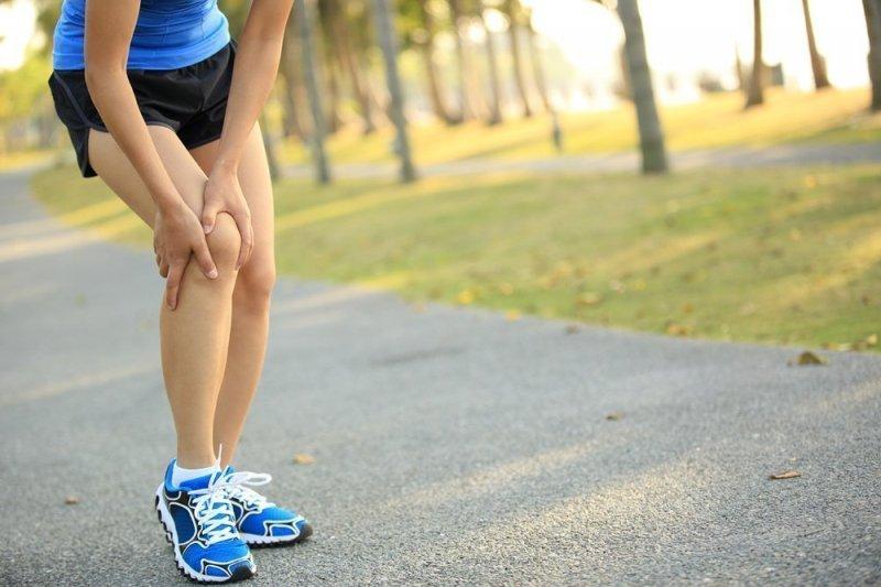 Болить коліно при бігу: як знизити ризик травм і з задоволенням вести активний спосіб життя