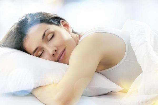 У положенні лежачи: як правильно спати, щоб бути здоровою і красивою